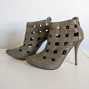 4/20$ Anne Michelle pointed toe heels